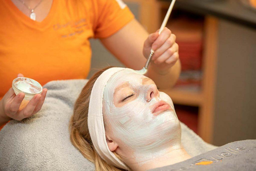 Kosmetikbehandlungen in der Cliner Quelle